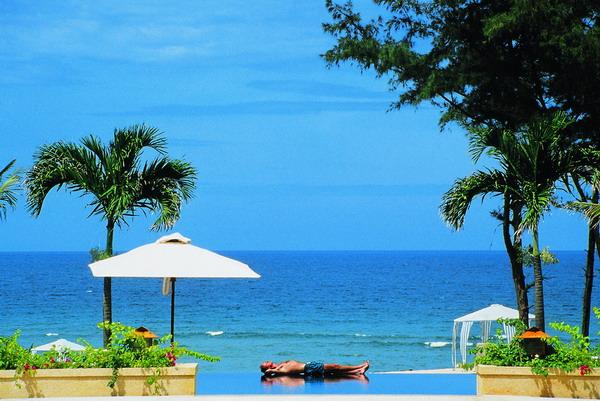 отель Furama Resort