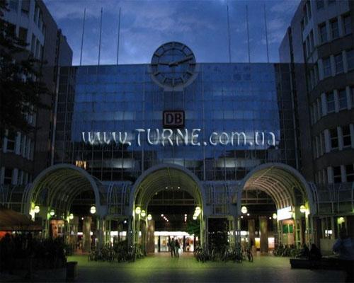 отель A&O Dusseldorf Hauptbahnhof