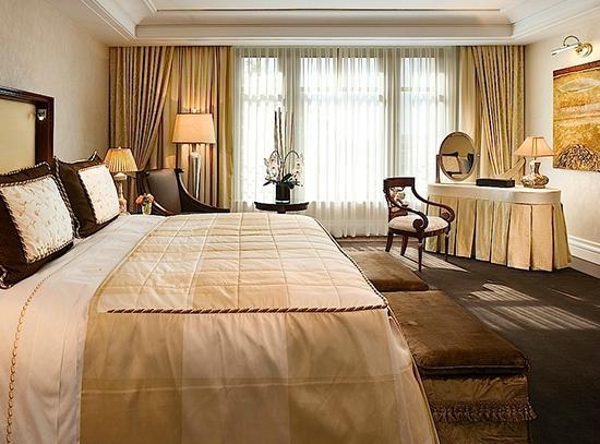 отель Breidenbacher Hof
