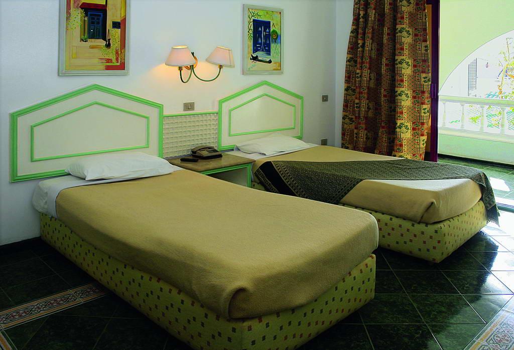 отель Alf Leila Wa Leila