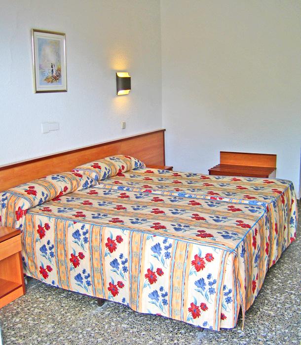 отель Cala Front