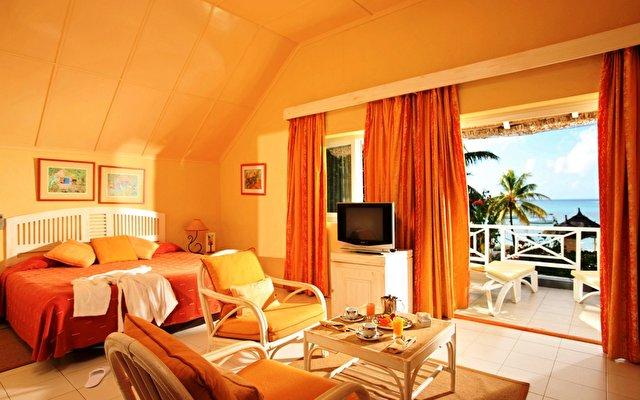 отель Merville Beach